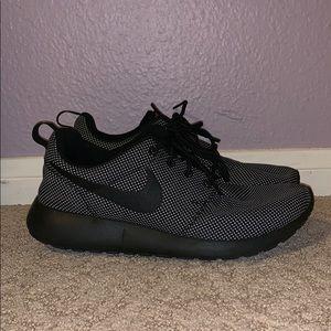 Nike Shoes - NIKE ROSHE RUN